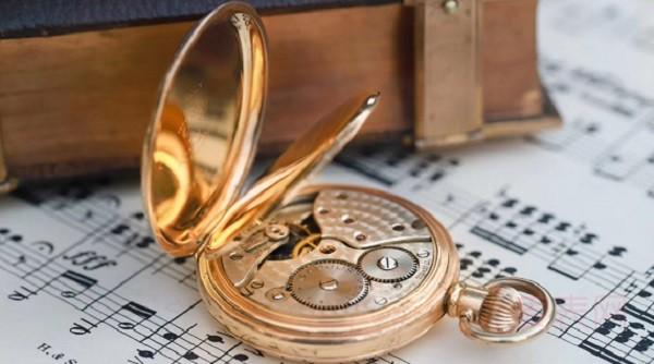 压箱底的复古怀表,继续收藏好还是带去名表回收店变卖?