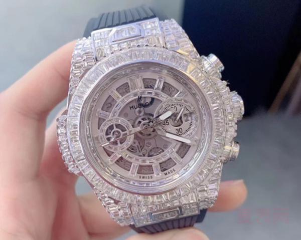 手表回收中后镶钻的手表值钱不?看看你不就知道了!
