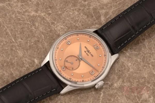 万宝龙青铜鲑鱼红表盘1858系列名表回收 腕表材质不容忽视