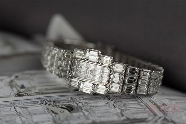 T方钻石才是江诗丹顿艺术大师17701710G手表回收的靠山?