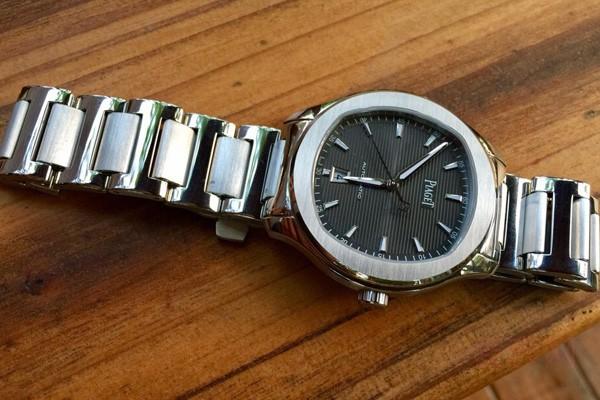 蓝盘vs灰盘二手伯爵POLO自动机械手表哪款回收流通效率高?