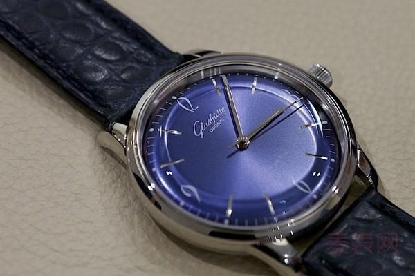 精细磨砂蓝盘二手格拉苏蒂复古手表回收能轻松拿几折?
