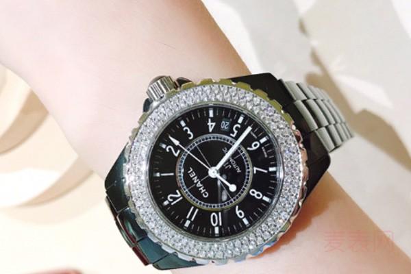 时尚穿搭首选的香奈儿手表回收几折?陶瓷表价格涨势喜人