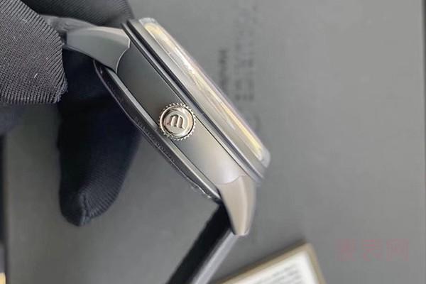 不锈钢材质的艾美手表二手回收能卖多少钱